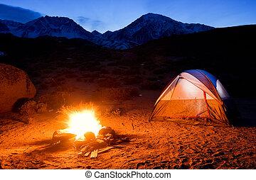 montañas, campfire