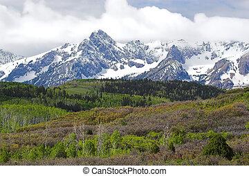 montañas, colinas