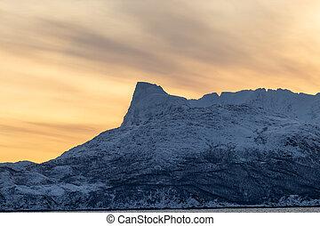 montañas, fiordo