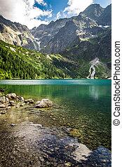 montañas, montaña rocosa, lago, verano, plano de fondo
