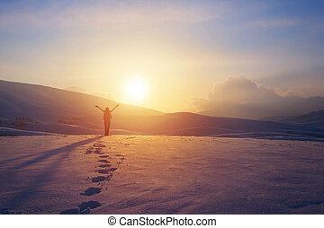 montañas, mujer felíz