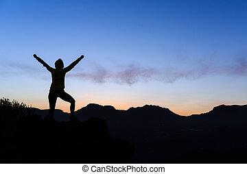 montañas, mujer, silueta, éxito, ocaso, montañismo