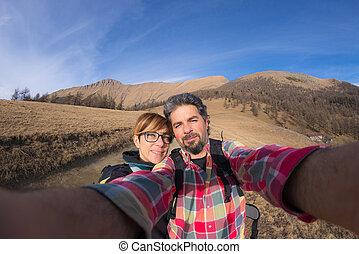 montañas, pareja, lente, toma, selfie, fisheye