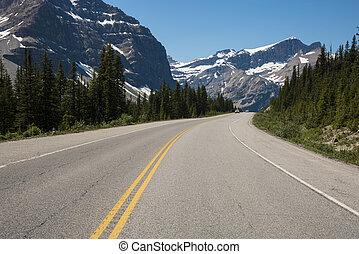 montañas, paso, debajo, carretera
