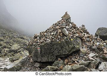 montañas, pila, brumoso, rocas