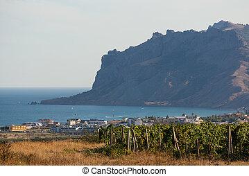 montañas, viñas, aldeas, plano de fondo