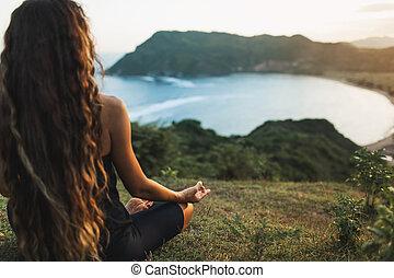 montañas., vista, meditar, yoga, salida del sol, atrás, solamente, mujer