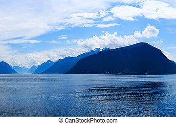 montañas, y, fiordo, en, el, tarde atrasada