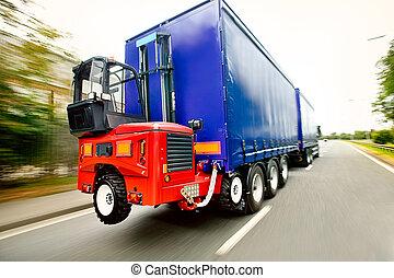 montado, camión de elevador de carga