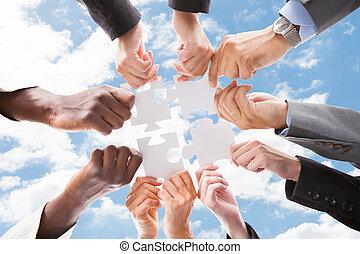 montage, multiethnic, professionnels, puzzle, puzzle, ciel, contre