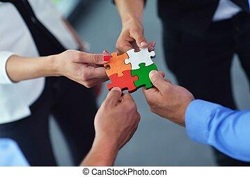 montagem, grupo, pessoas negócio, quebra-cabeça, jigsaw