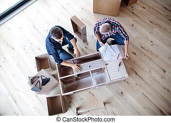 montagem, mobília, topo, pai, seu, repouso novo, homem sênior, concept., vista