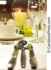 montaggio cena, formale