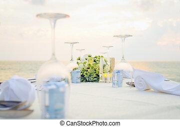 montaggio cena, romantico