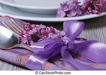 montaggio tavola, decorato, con, fragrante, lilla, fiori