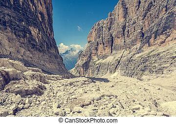 montagna, camminare, femmina, lungo, valley., trekker