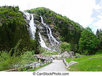 montagna, cascata, -, paesaggio, con, foresta, strada, alberi abete, e, montagne