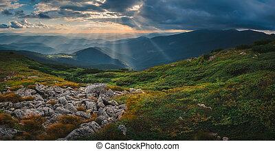 montagna, collina, tramonto, cielo tempestoso, raggio sole