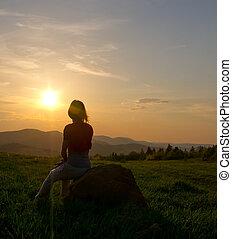 montagna, donna, silhouette, tramonto
