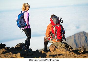 montagna, escursionisti, godere, vista superiore