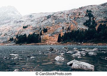 montagna, piovoso, riflessione, bellezza, paese, nature., lago, rispecchiato, pietre, superficie, weather., nuvoloso