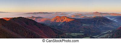 montagne, à, coucher soleil