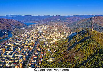 montagne, aérien, vue ville, automne