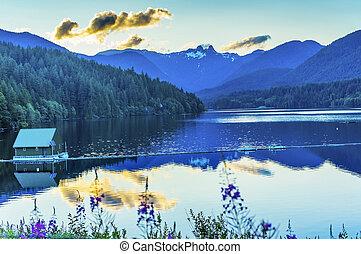 montagne, columbia, serbatoio, nevoso, capilano, due, britannico, lago, leoni, vancouver