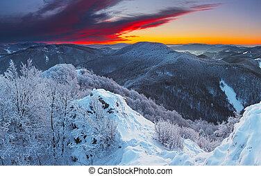 montagne, coucher soleil, hiver