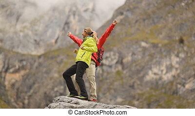 montagne, couple, heureux