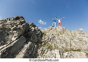 montagne, couple, jeune, randonnée