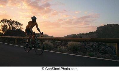 montagne, cycliste, jaune, t-shirt, vélo, coucher soleil, promenades, autoroute, homme