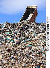montagne, déchets ménagers, camion, déchargement