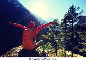 montagne, donna, giovane, braccia, escursionista, applauso,  himalaya, aperto, alba