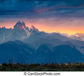montagne, dramatique, vue, ushba, matin