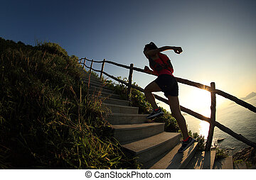 montagne, femme, coureur, jeune, haut, traîner courir, fitness, escalier