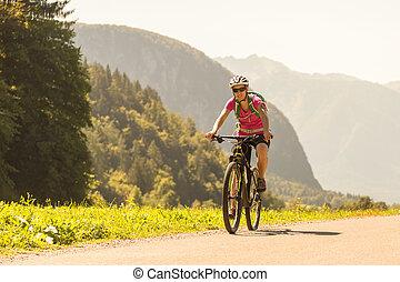 montagne, femme, sportif, nature., vélo, actif, équitation