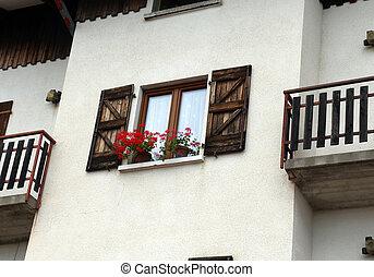 montagne, fleuri, balcon, géraniums, maison