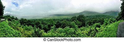 montagne fumose, panoramico