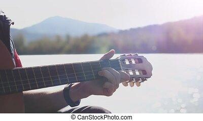 montagne, lent, jeux, séance, motion., ensoleillé, haut, main, guitare, fin, type, rivière, jour