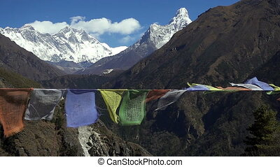 montagne, neigeux, région, népal, contre, everest, drapeaux, pic, prière, blanc, tibétain, montagnes, himalaya