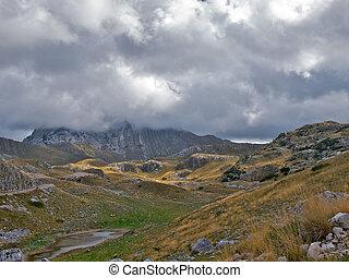 montagne, nimbus, clouds., bas, caché, pic