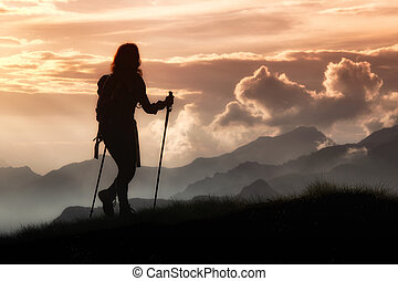 montagne., ragazza, solitudine, silhouette, trekking