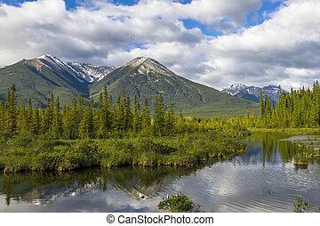 montagne, riflettere, in, lago, -, banff parco nazionale, canada