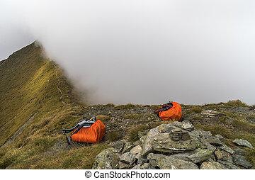 montagne, sacs dos, deux