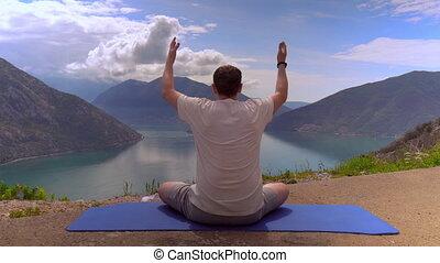 montagne, secteur, yogi, dos, homme, vue