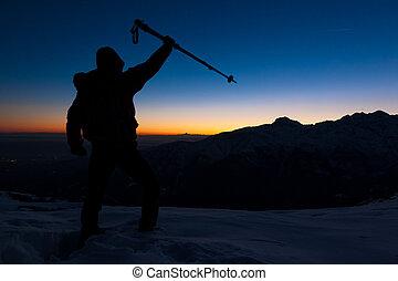 montagne, sien, stands, neigeux, joie, sommet, sport., exprimer, aventure, coucher soleil, pic, avoir, peak., atteint, homme, concept:, accomplissement