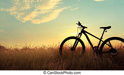 montagne, silhouette, faire vélo, coucher soleil