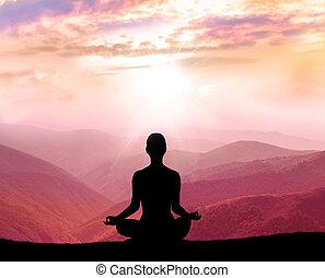 montagne, silhouette, meditation., homme
