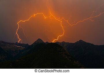 montagne, spectaculaire, double, ciel, silhouette, éclair, grève, boulon, orange, pic